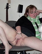Girlfriends Sucking Pussy - Picture 2